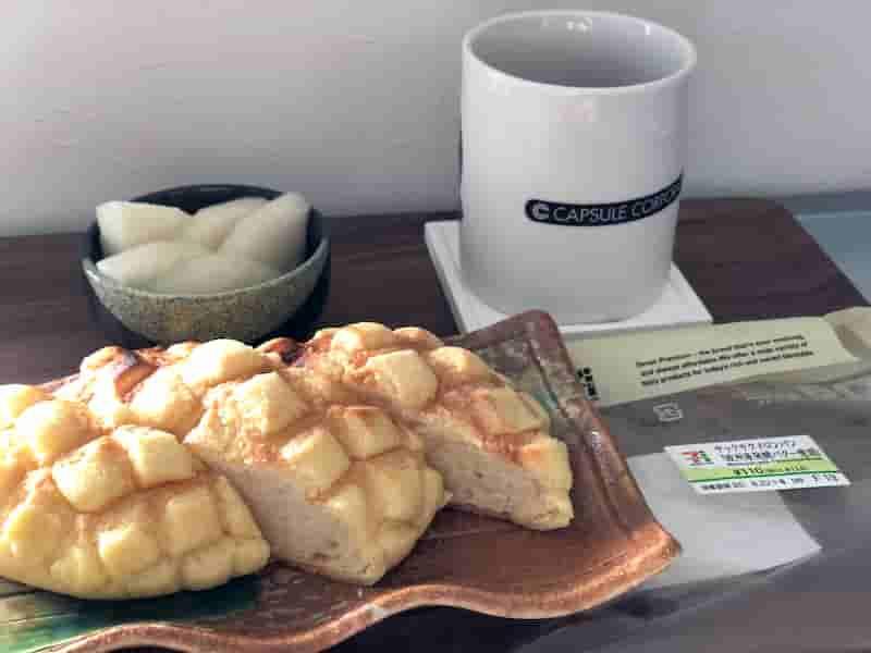 セブンイレブン サックサクメロンパン(欧州産発酵バター使用)盛り付け例
