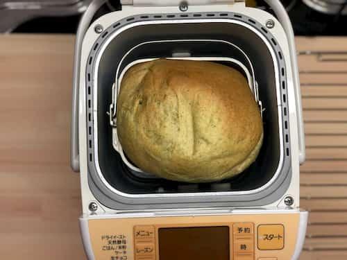 緑茶の食パン (緑茶3.2% ⊕生クリーム40%)