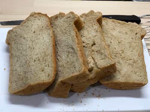 白胡麻の食パン